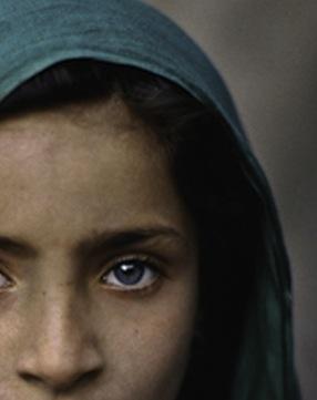 mccurry-girl-with-green-shawl