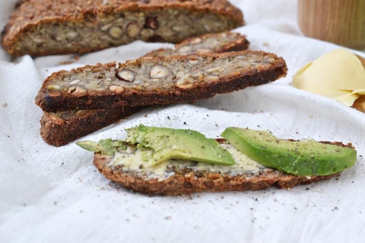 gluteenitonleipä_gluteenitonsiemenleipä_maidoton_yellowmood_leipä105
