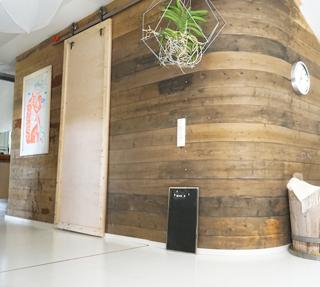 interiordesign_yellowmood_livingroom_woodenwall_DIY_renovation 4