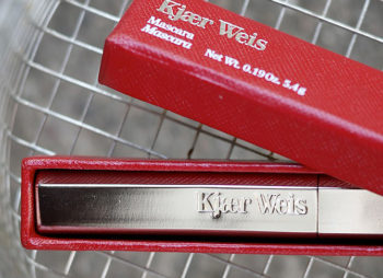 Kjaer Weis – mullistavia ripsiväriuutisia luonnonkosmetiikkarintamalla