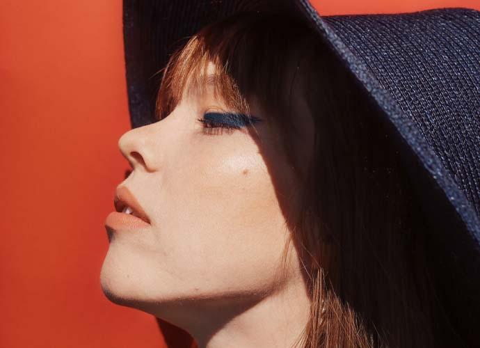 Sininen meikkileikki – Pantonen vuoden 2020 väri on Classic Blue